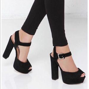 *STEVE MADDEN* NWT Black Jillyy Platform Sandal